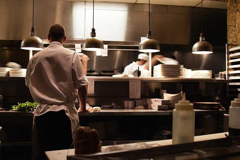 ¿Cómo eliminar malos olores en la cocinas profesionales?
