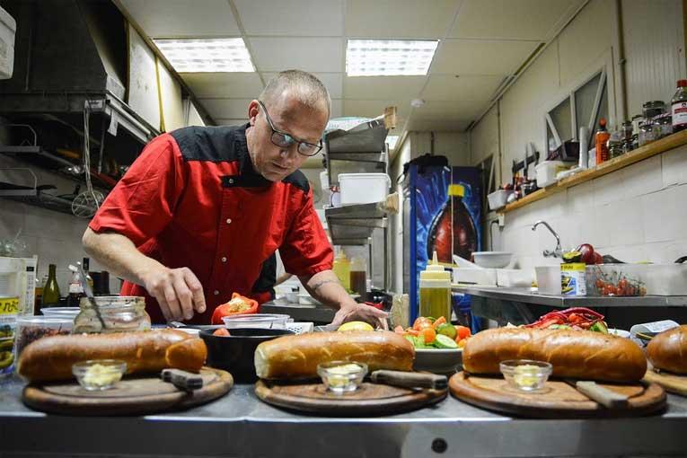 ¿Cómo desinfectar cocinas de bares?