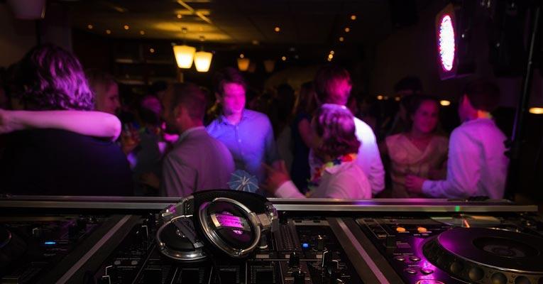 ¿Como desinfectar discotecas y pubs y eliminar malos olores?