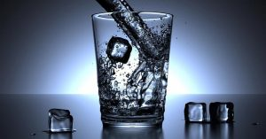 ¿Cómo desinfectar hielo líquido y agua fría?